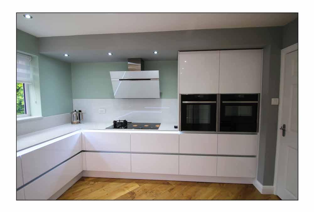J-Pull Kitchen In White Gloss
